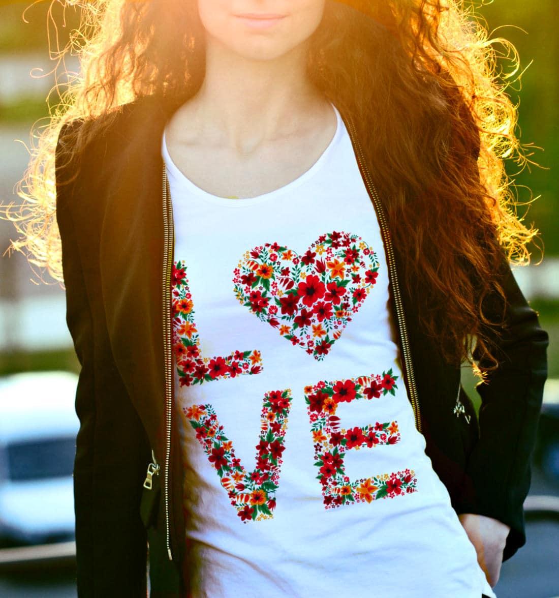 Ausgefallene-T-Shirts-Damen-LOVE-Blumenschrift