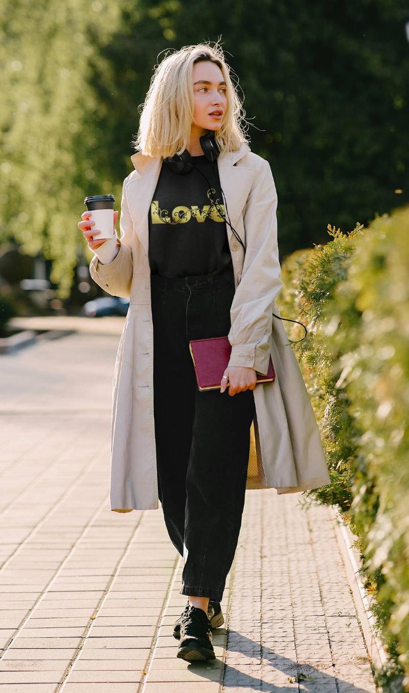 Ausgefallene-T-Shirts-Damen-Love-is-golden